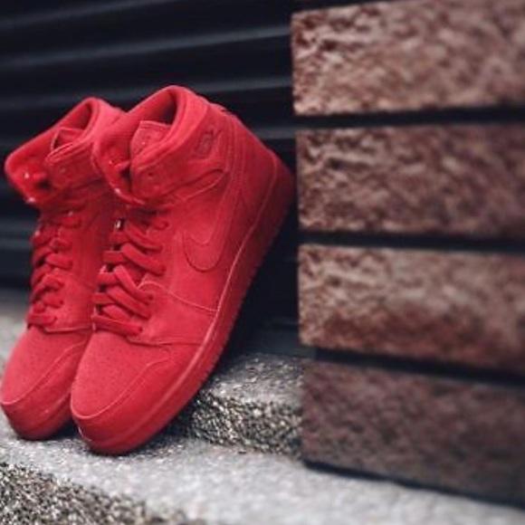 092d1c73689 Nike Air Jordan 1 Retro High BG  Red  4Y. M 5a4529e12ae12f8e370d3aeb